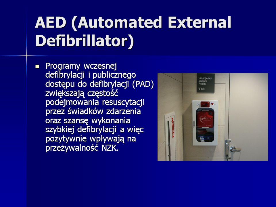 AED (Automated External Defibrillator) Programy wczesnej defibrylacji i publicznego dostępu do defibrylacji (PAD) zwiększają częstość podejmowania resuscytacji przez świadków zdarzenia oraz szansę wykonania szybkiej defibrylacji a więc pozytywnie wpływają na przeżywalność NZK.