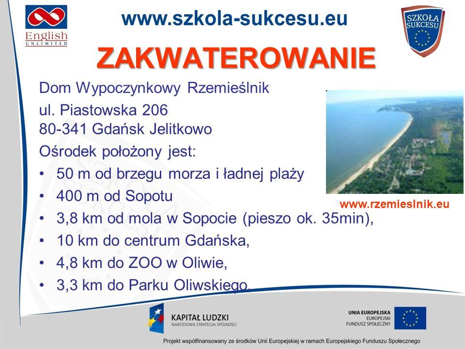 ZAKWATEROWANIE Dom Wypoczynkowy położony jest nad brzegiem morza, bezpośrednio przy nadmorskiej promenadzie łączącej molo w Sopocie z Gdańskiem.