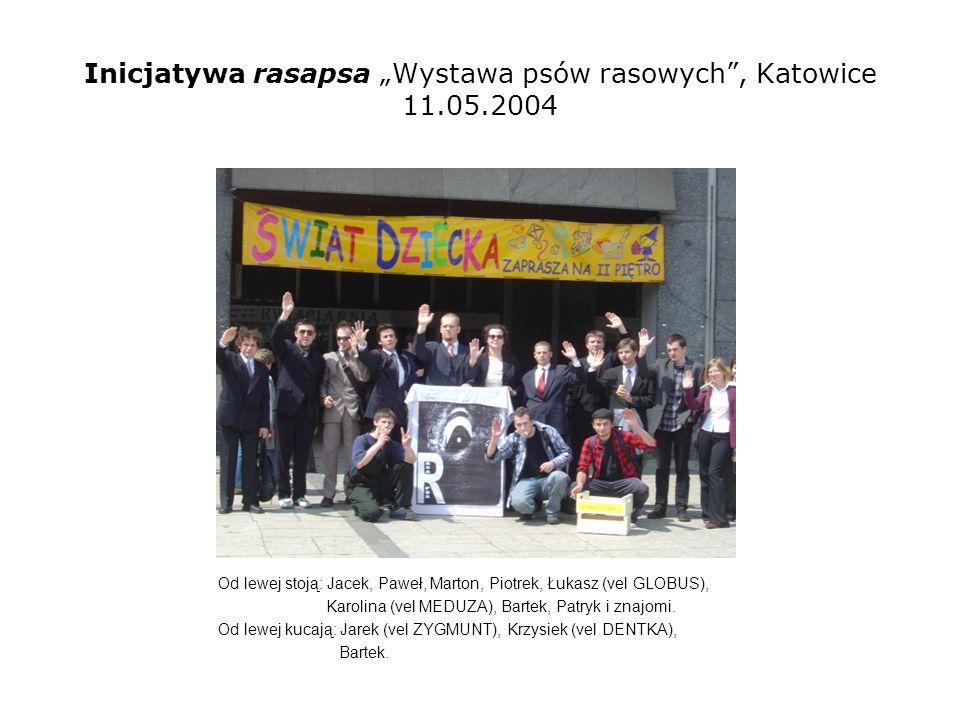 Inicjatywa rasapsa Wystawa psów rasowych, Katowice 11.05.2004 Od lewej stoją: Jacek, Paweł, Marton, Piotrek, Łukasz (vel GLOBUS), Karolina (vel MEDUZA), Bartek, Patryk.