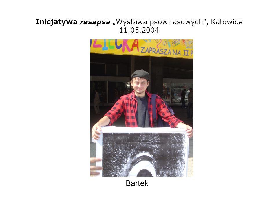 Inicjatywa rasapsa Wystawa psów rasowych, Katowice 11.05.2004 Mównica zrobiona z łóżka Krzyśka (vel DENTK) przez Bartka, ZYGMUNTA i DENTKĘ.