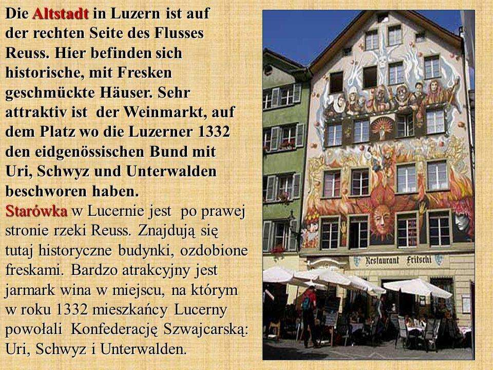 Die Altstadt in Luzern ist auf der rechten Seite des Flusses Reuss. Hier befinden sich historische, mit Fresken geschmückte Häuser. Sehr attraktiv ist