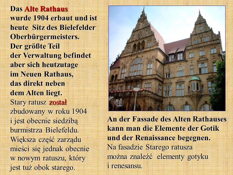 An der Fassade des Alten Rathauses kann man die Elemente der Gotik und der Renaissance begegnen.