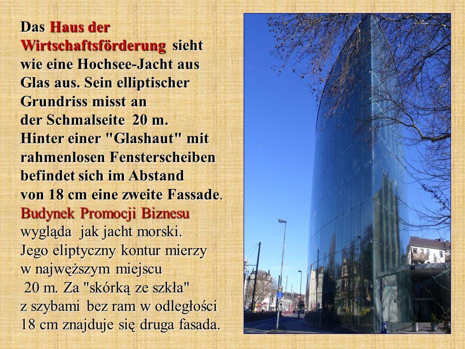 Das Gebäude dank seiner imposanten Architektur wurde früher Silberburg genannt.