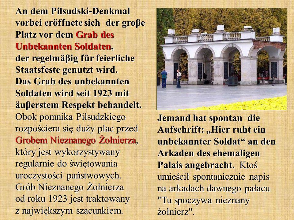 An dem Piłsudski-Denkmal vorbei eröffnete sich der groβe Platz vor dem Grab des Unbekannten Soldaten, der regelmäβig für feierliche Staatsfeste genutzt wird.