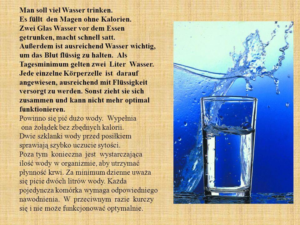 Man soll viel Wasser trinken. Es füllt den Magen ohne Kalorien.