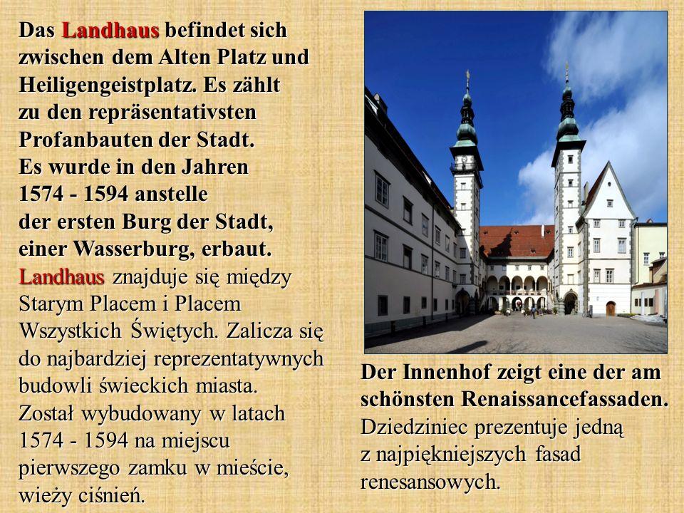 Das Landhaus befindet sich zwischen dem Alten Platz und Heiligengeistplatz.