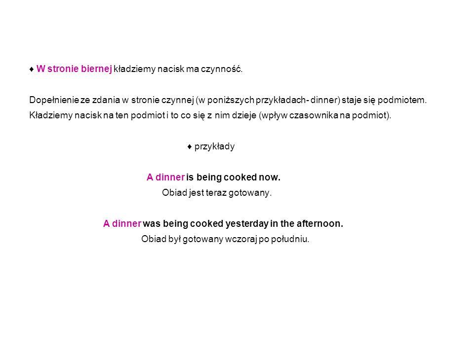 W stronie biernej kładziemy nacisk ma czynność. Dopełnienie ze zdania w stronie czynnej (w poniższych przykładach- dinner) staje się podmiotem. Kładzi