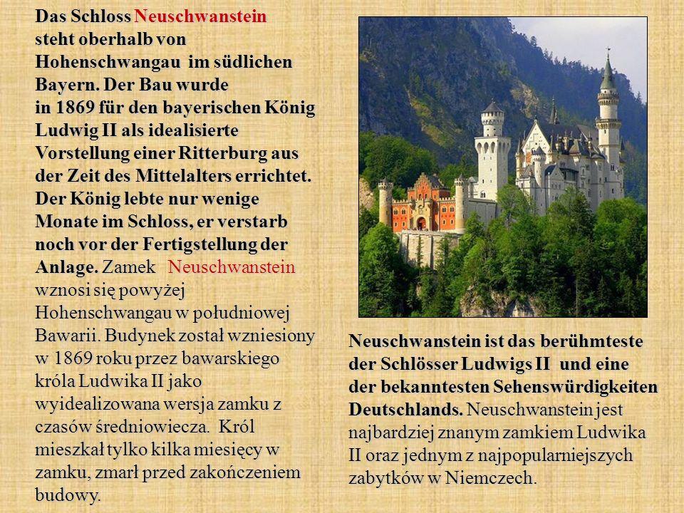 Das Schloss Neuschwanstein steht oberhalb von Hohenschwangau im südlichen Bayern. Der Bau wurde in 1869 für den bayerischen König Ludwig II als ideali