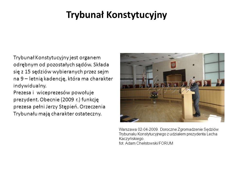Trybunał Konstytucyjny jest organem odrębnym od pozostałych sądów. Składa się z 15 sędziów wybieranych przez sejm na 9 – letnią kadencję, która ma cha