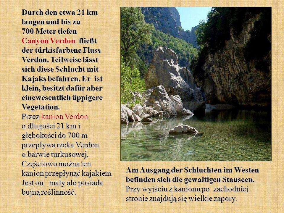 Durch den etwa 21 km langen und bis zu 700 Meter tiefen Canyon Verdon fließt der türkisfarbene Fluss Verdon. Teilweise lässt sich diese Schlucht mit K