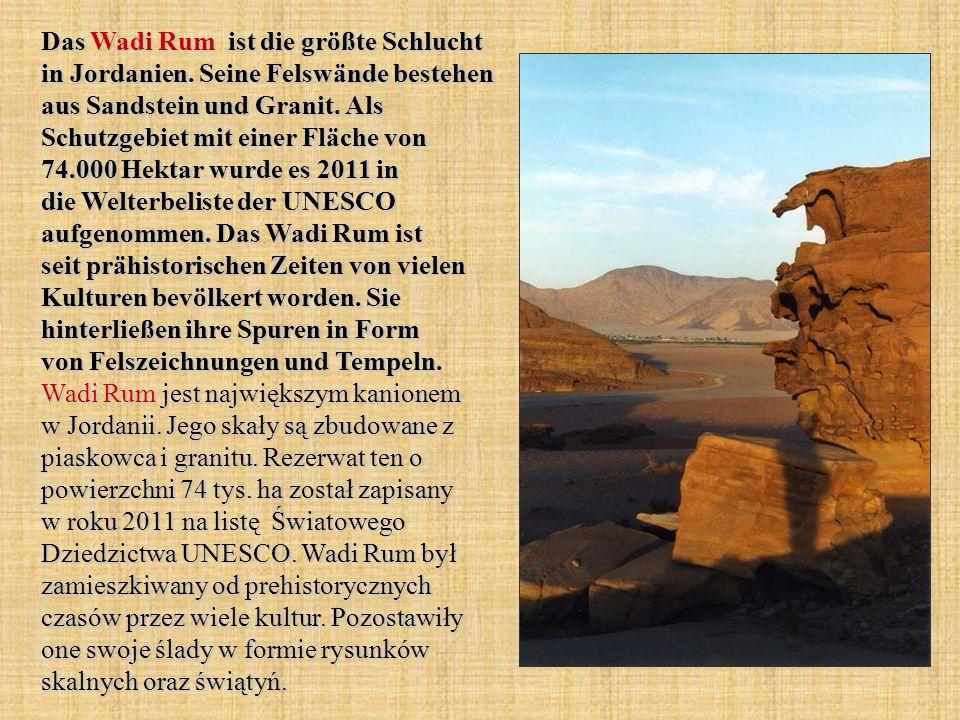 Das Wadi Rum ist die größte Schlucht in Jordanien. Seine Felswände bestehen aus Sandstein und Granit. Als Schutzgebiet mit einer Fläche von 74.000 Hek