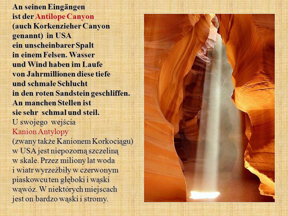 An seinen Eingängen ist der Antilope Canyon (auch Korkenzieher Canyon genannt) in USA ein unscheinbarer Spalt in einem Felsen. Wasser und Wind haben i