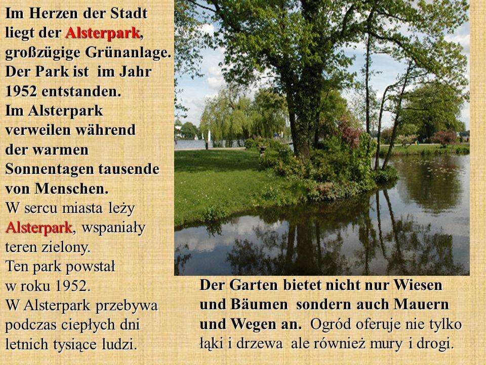 Der Garten bietet nicht nur Wiesen und Bäumen sondern auch Mauern und Wegen an. Ogród oferuje nie tylko łąki i drzewa ale również mury i drogi. Im Her