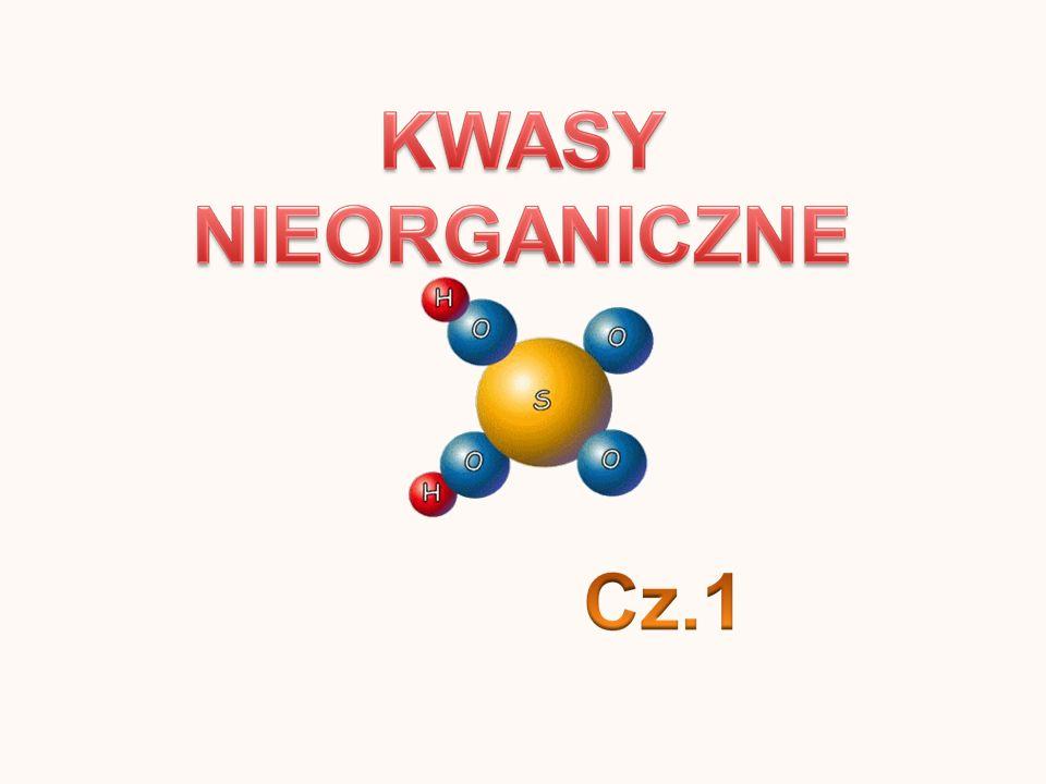 Kwasu siarkowy(VI) jest: - bezbarwny, - oleista ciecz, - cięższy od wody, - żrący, - higroskopijny (pochłanianie pary wodnej z otoczenia) Kwas azotowy(V) jest: - bezbarwny - o nieprzyjemnym zapachu, - silnie utleniający, - 1,5 razy cięższy od wody, Kwas fosforowy(V) jest: - substancją stałą, - bezbarwny, - krystaliczny, - dobrze rozpuszcza się w wodzie, Kwas węglowy jest: - nietrwały, - przyjemny, orzeźwiający smak, Kwasu siarkowy(IV) jest: - kwasem nietrwałym, - bakteriobójczy, grzybobójczy, - zdolny do niszczenia roślin, - posiada właściwości bielące, - trujący i drażniący,