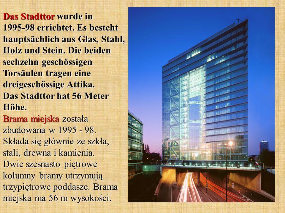 Das Stadttor wurde in 1995-98 errichtet. Es besteht hauptsächlich aus Glas, Stahl, Holz und Stein. Die beiden sechzehn geschössigen Torsäulen tragen e