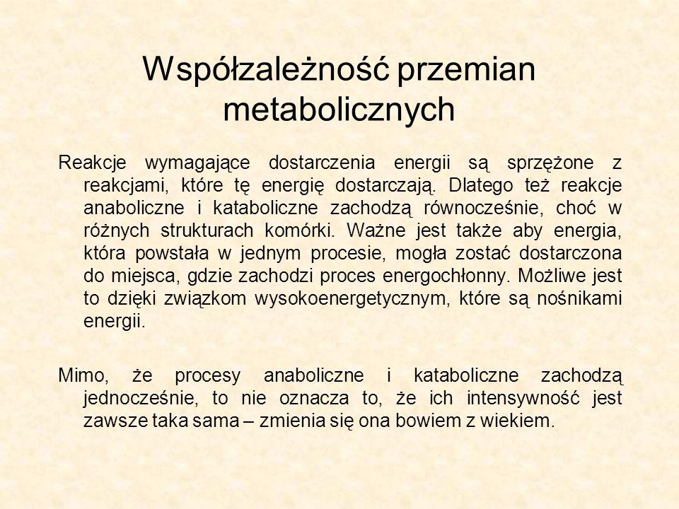 Współzależność przemian metabolicznych Reakcje wymagające dostarczenia energii są sprzężone z reakcjami, które tę energię dostarczają. Dlatego też rea