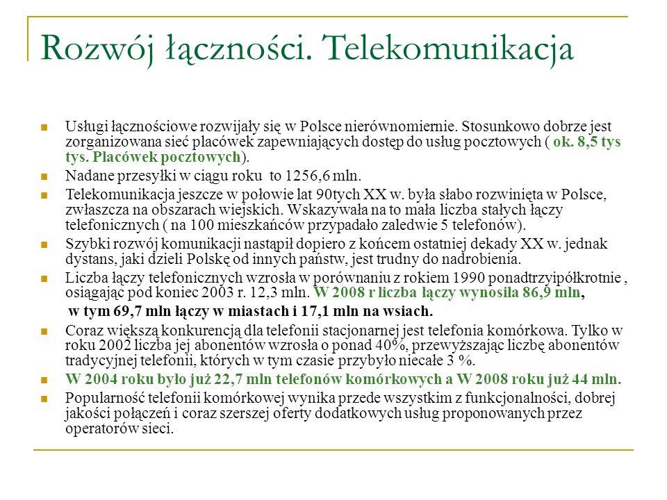 Rozwój łączności. Telekomunikacja Usługi łącznościowe rozwijały się w Polsce nierównomiernie. Stosunkowo dobrze jest zorganizowana sieć placówek zapew