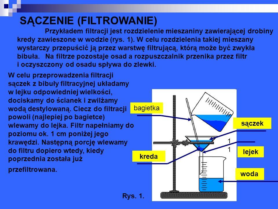 SĄCZENIE (FILTROWANIE) Przykładem filtracji jest rozdzielenie mieszaniny zawierającej drobiny kredy zawieszone w wodzie (rys. 1). W celu rozdzielenia