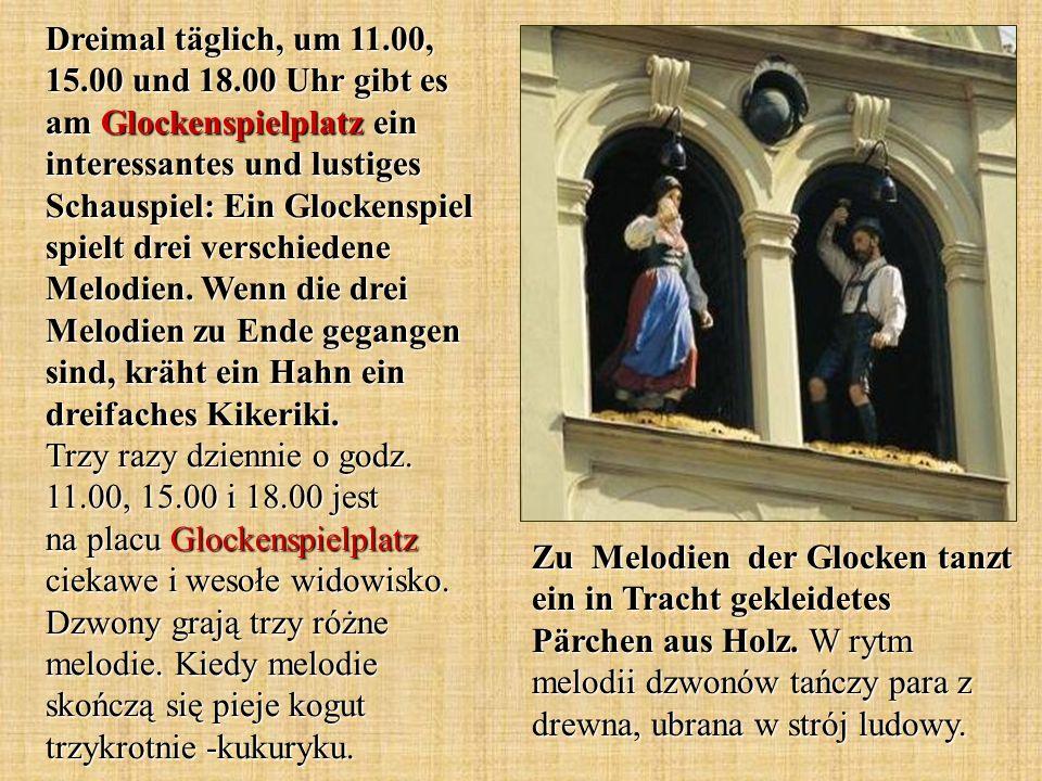 Zu Melodien der Glocken tanzt ein in Tracht gekleidetes Pärchen aus Holz.