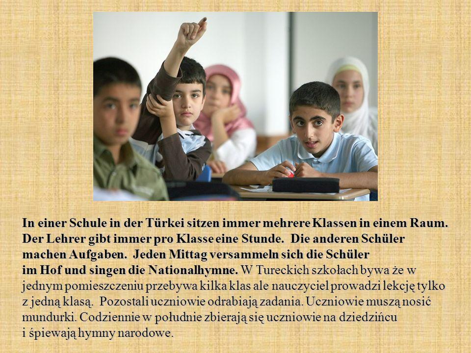 In einer Schule in der Türkei sitzen immer mehrere Klassen in einem Raum.