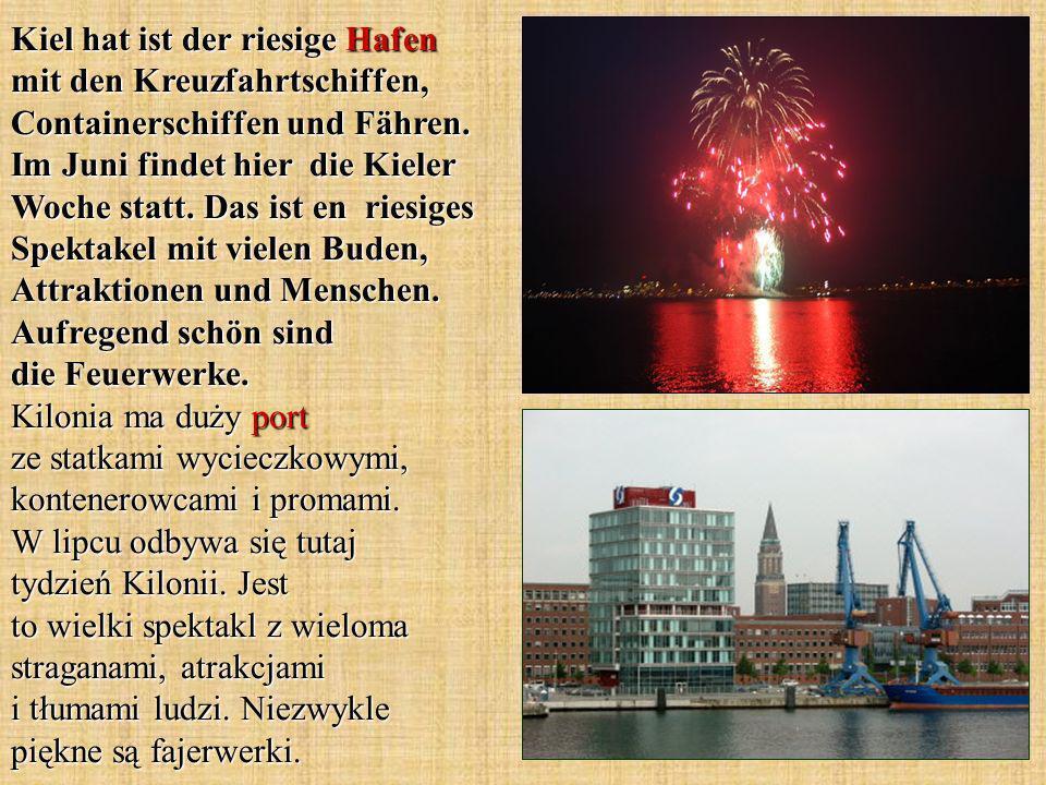 Kiel hat ist der riesige Hafen mit den Kreuzfahrtschiffen, Containerschiffen und Fähren.