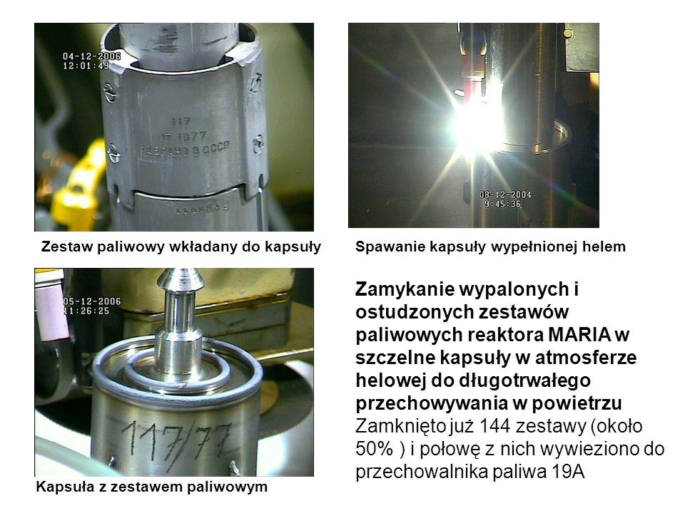 Zestaw paliwowy wkładany do kapsułySpawanie kapsuły wypełnionej helem Kapsuła z zestawem paliwowym Zamykanie wypalonych i ostudzonych zestawów paliwowych reaktora MARIA w szczelne kapsuły w atmosferze helowej do długotrwałego przechowywania w powietrzu Zamknięto już 144 zestawy (około 50% ) i połowę z nich wywieziono do przechowalnika paliwa 19A