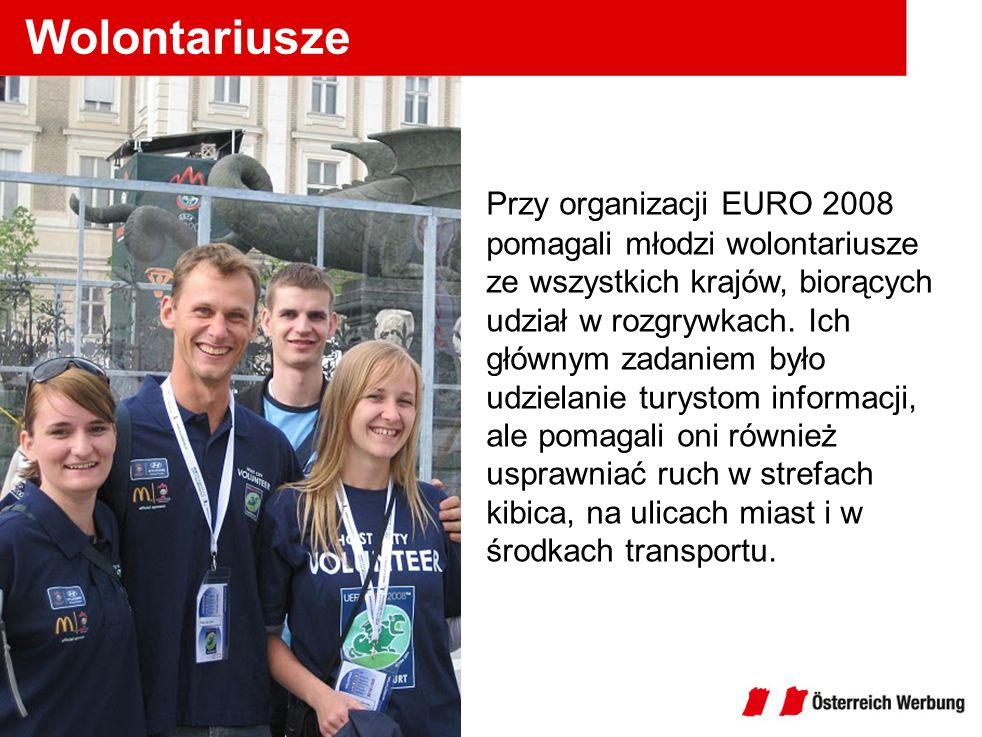 Wolontariusze Przy organizacji EURO 2008 pomagali młodzi wolontariusze ze wszystkich krajów, biorących udział w rozgrywkach. Ich głównym zadaniem było