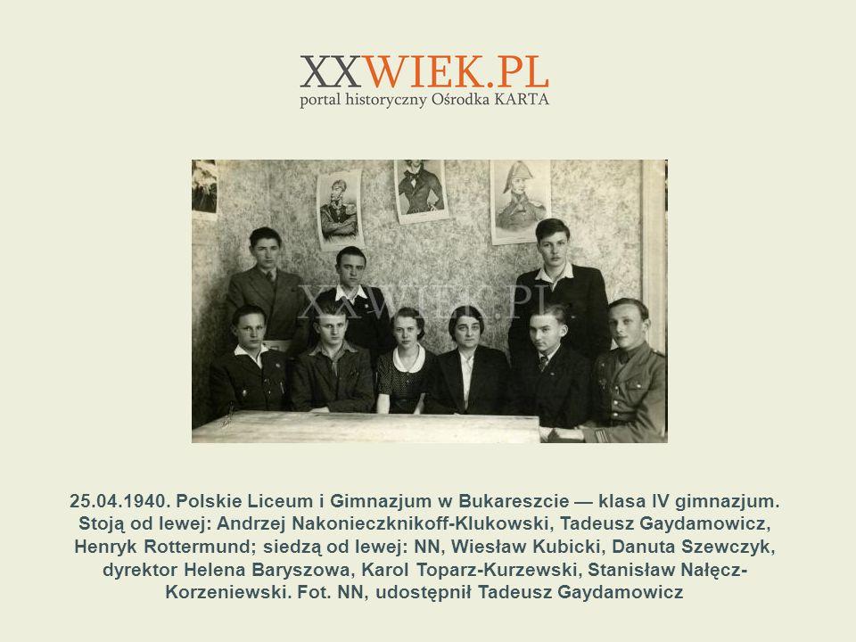 25.04.1940. Polskie Liceum i Gimnazjum w Bukareszcie klasa IV gimnazjum. Stoją od lewej: Andrzej Nakonieczknikoff-Klukowski, Tadeusz Gaydamowicz, Henr