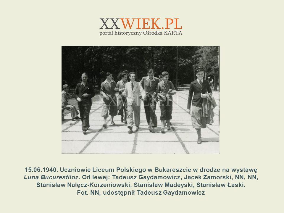 15.06.1940. Uczniowie Liceum Polskiego w Bukareszcie w drodze na wystawę Luna Bucurestiloz. Od lewej: Tadeusz Gaydamowicz, Jacek Zamorski, NN, NN, Sta