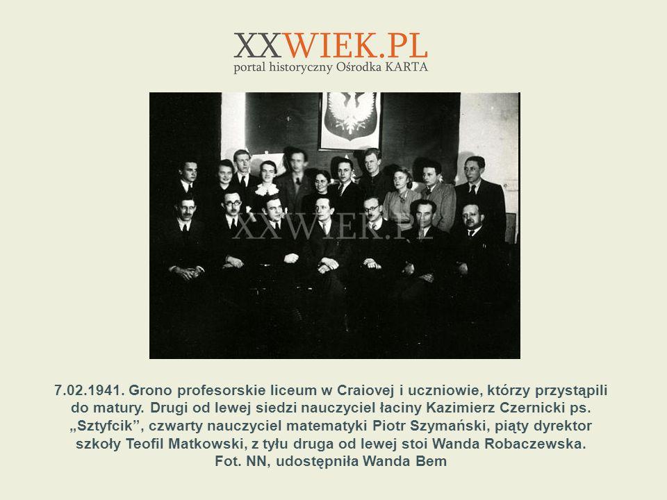 7.02.1941. Grono profesorskie liceum w Craiovej i uczniowie, którzy przystąpili do matury. Drugi od lewej siedzi nauczyciel łaciny Kazimierz Czernicki