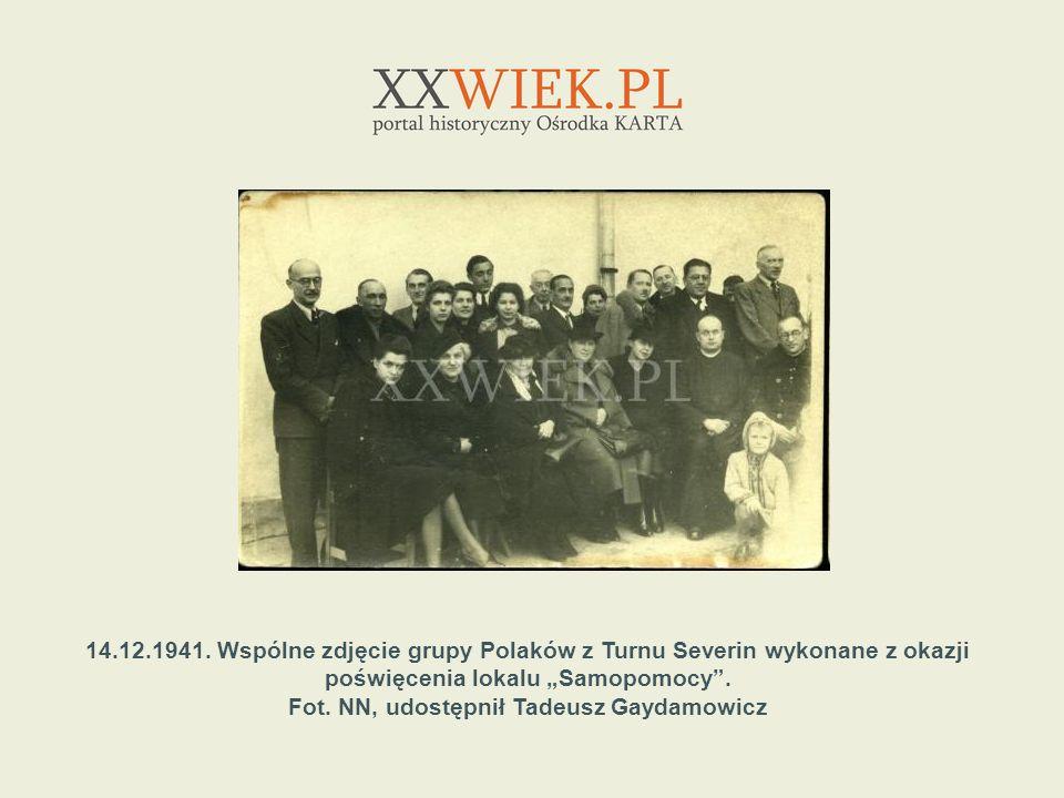 14.12.1941. Wspólne zdjęcie grupy Polaków z Turnu Severin wykonane z okazji poświęcenia lokalu Samopomocy. Fot. NN, udostępnił Tadeusz Gaydamowicz