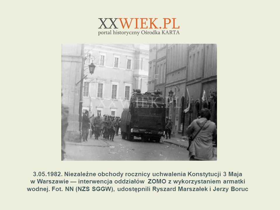 3.05.1982. Niezależne obchody rocznicy uchwalenia Konstytucji 3 Maja w Warszawie interwencja oddziałów ZOMO z wykorzystaniem armatki wodnej. Fot. NN (