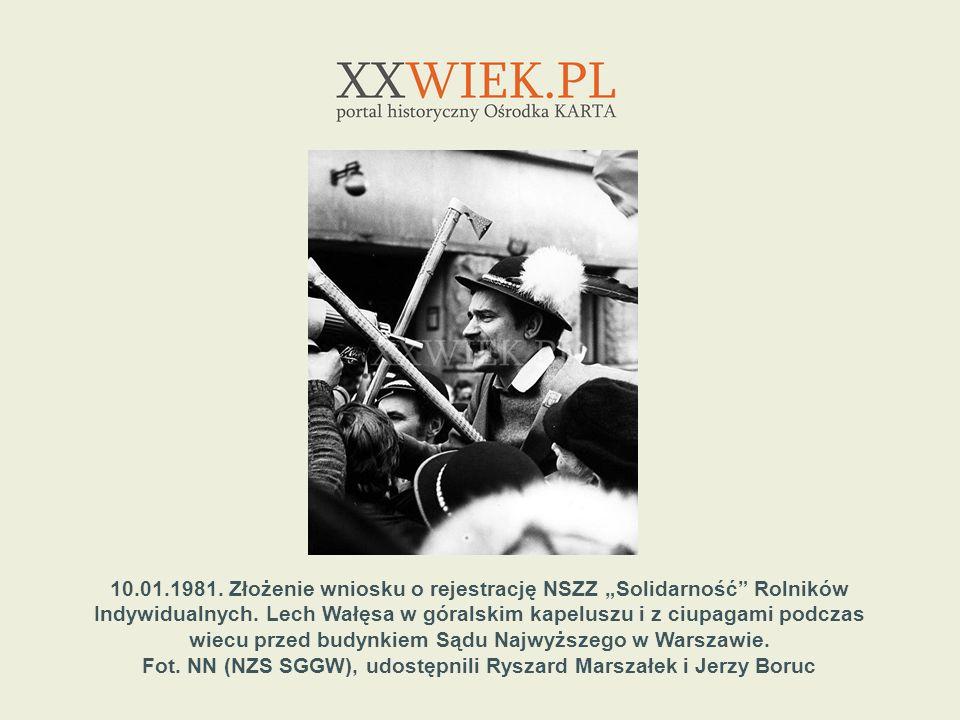1.05.1982.Uczestnicy niezależnej manifestacji pierwszomajowej na pl.
