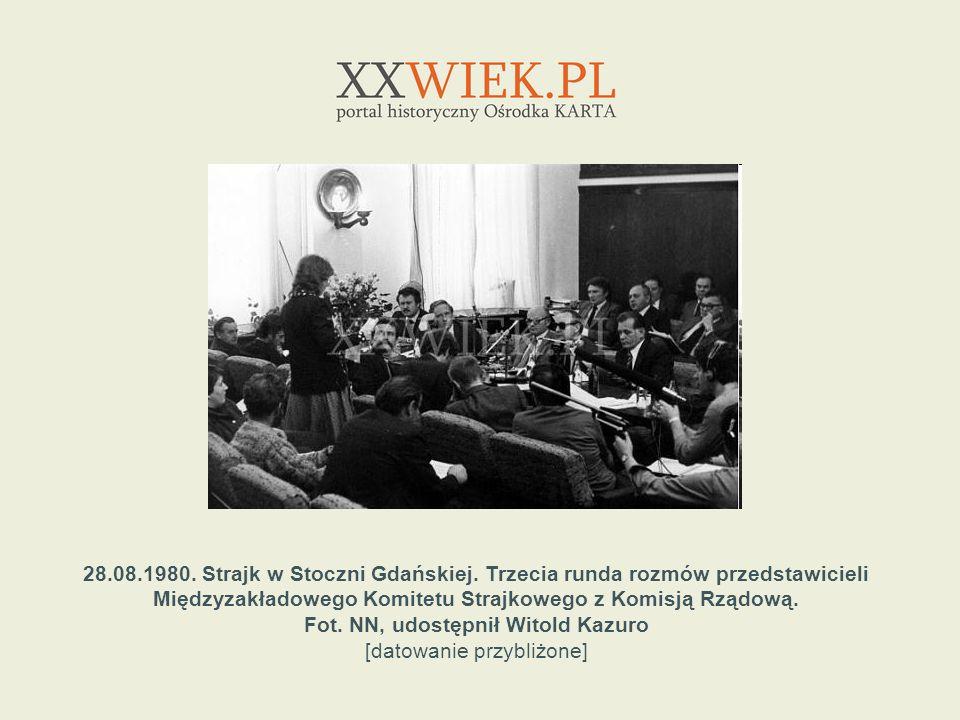 28.08.1980. Strajk w Stoczni Gdańskiej. Trzecia runda rozmów przedstawicieli Międzyzakładowego Komitetu Strajkowego z Komisją Rządową. Fot. NN, udostę