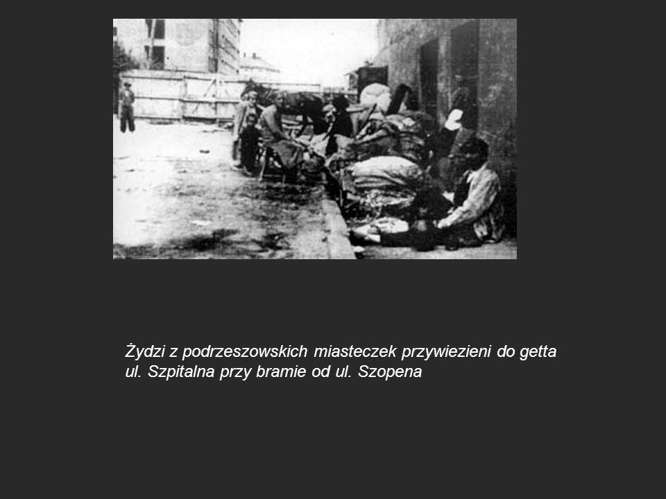 Żydzi z podrzeszowskich miasteczek przywiezieni do getta ul. Szpitalna przy bramie od ul. Szopena