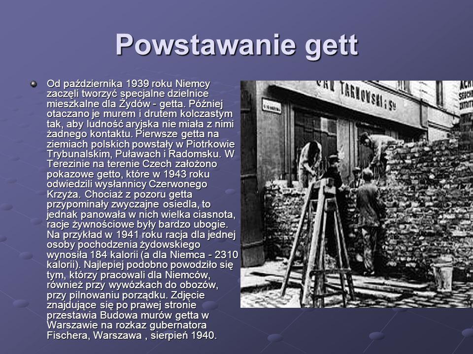 Powstawanie gett Od października 1939 roku Niemcy zaczęli tworzyć specjalne dzielnice mieszkalne dla Żydów - getta. Później otaczano je murem i drutem