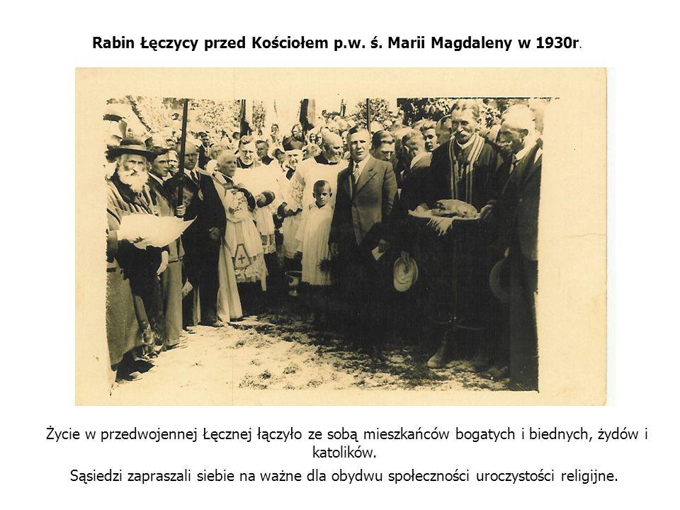 Rabin Łęczycy przed Kościołem p.w. ś. Marii Magdaleny w 1930r. Życie w przedwojennej Łęcznej łączyło ze sobą mieszkańców bogatych i biednych, żydów i
