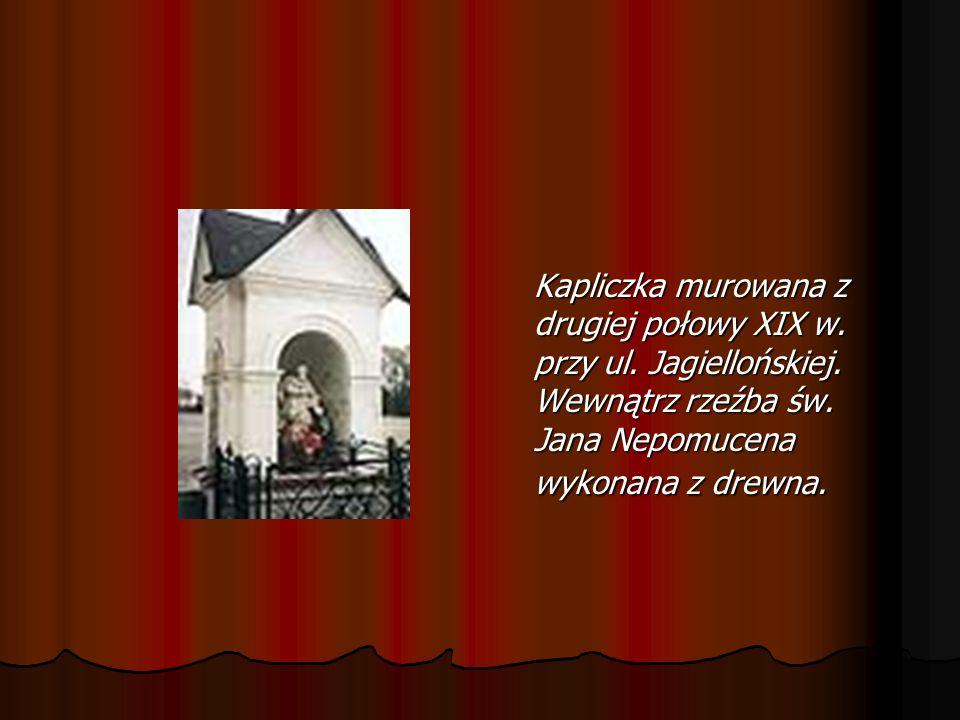 Plebania - zbudowana w 1898 r. Murowana z cegły, na planie prostokąta z dwoma gankami i drewnianą werandą. Plebania - zbudowana w 1898 r. Murowana z c