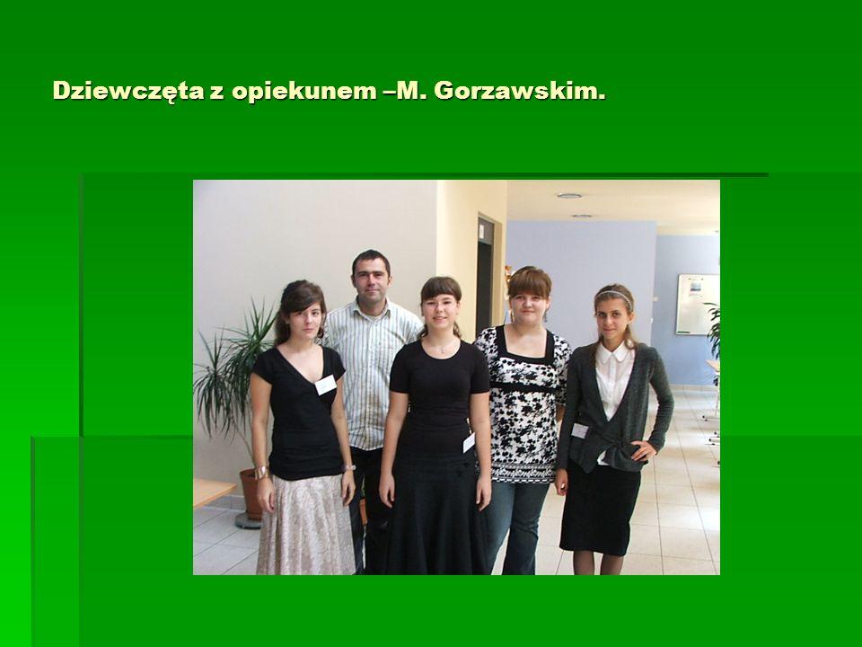 Dziewczęta z opiekunem –M. Gorzawskim.