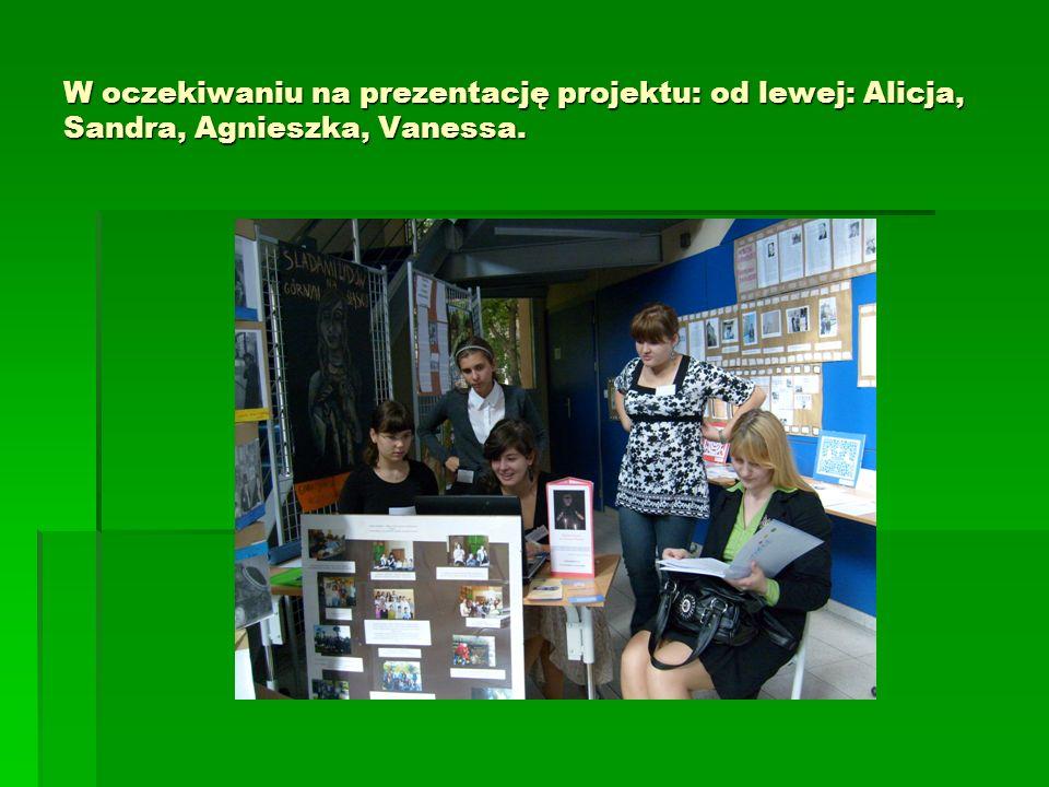 W oczekiwaniu na prezentację projektu: od lewej: Alicja, Sandra, Agnieszka, Vanessa.