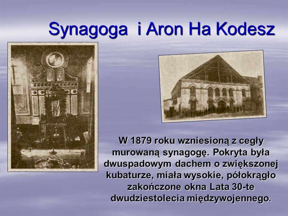 Synagoga i Aron Ha Kodesz W 1879 roku wzniesioną z cegły murowaną synagogę. Pokryta była dwuspadowym dachem o zwiększonej kubaturze, miała wysokie, pó