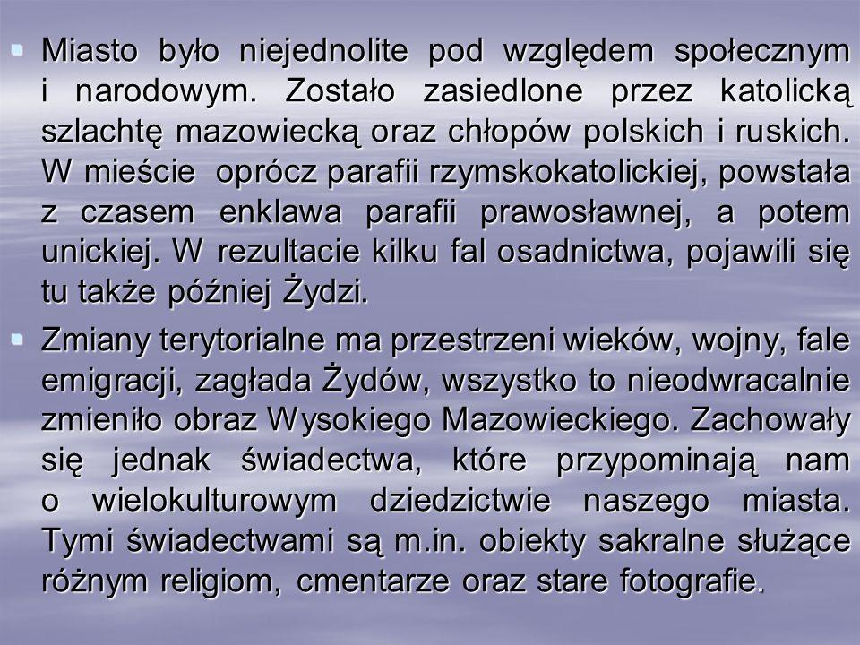 Miasto było niejednolite pod względem społecznym i narodowym. Zostało zasiedlone przez katolicką szlachtę mazowiecką oraz chłopów polskich i ruskich.
