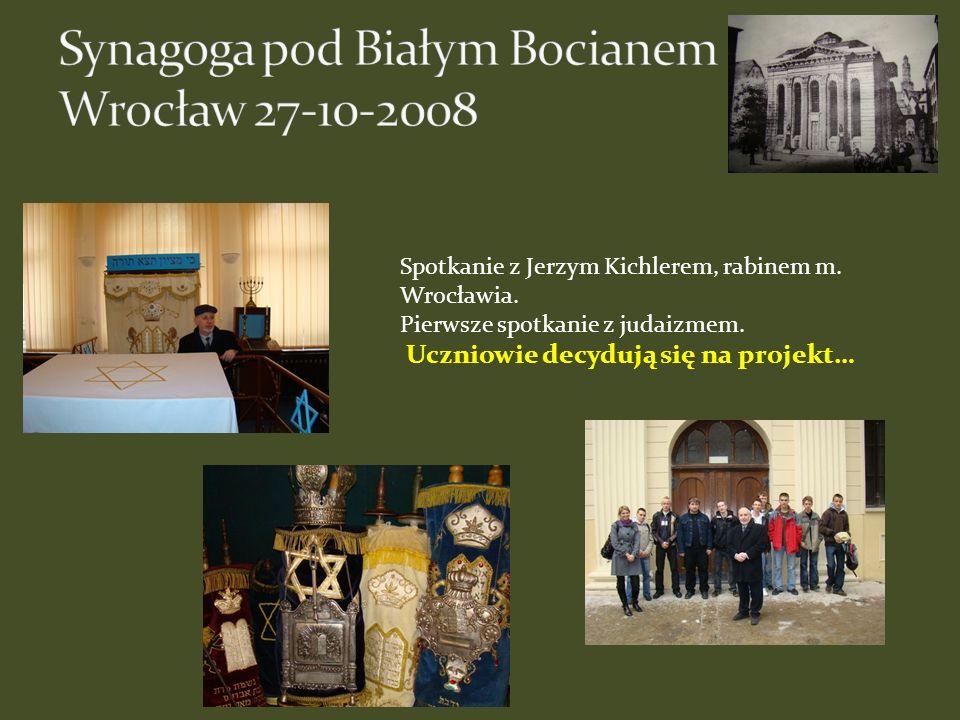 Spotkanie z Jerzym Kichlerem, rabinem m. Wrocławia. Pierwsze spotkanie z judaizmem. Uczniowie decydują się na projekt…