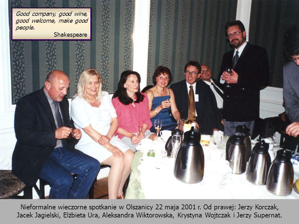 Nieformalne wieczorne spotkanie w Olszanicy 22 maja 2001 r. Od prawej: Jerzy Korczak, Jacek Jagielski, Elżbieta Ura, Aleksandra Wiktorowska, Krystyna