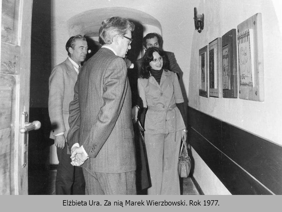 Elżbieta Ura. Za nią Marek Wierzbowski. Rok 1977.