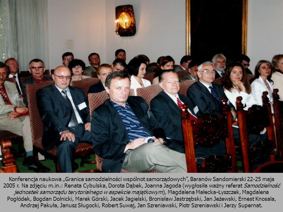 Konferencja naukowa Granice samodzielności wspólnot samorządowych, Baranów Sandomierski 22-25 maja 2005 r. Na zdjęciu m.in.: Renata Cybulska, Dorota D