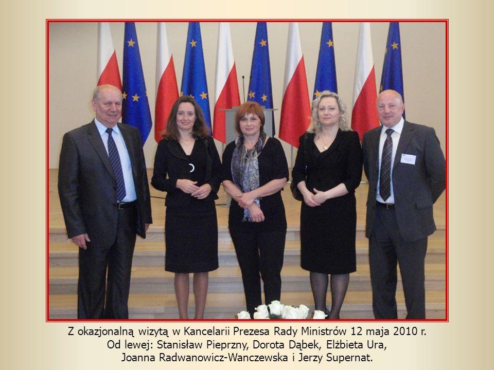 Z okazjonalną wizytą w Kancelarii Prezesa Rady Ministrów 12 maja 2010 r. Od lewej: Stanisław Pieprzny, Dorota Dąbek, Elżbieta Ura, Joanna Radwanowicz-