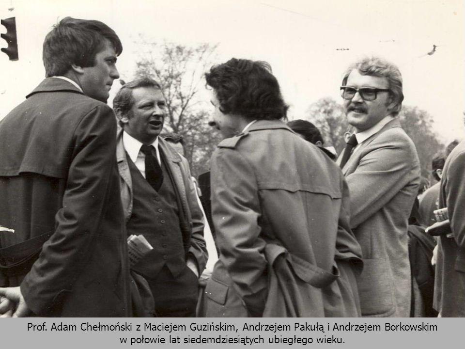 Prof. Adam Chełmoński z Maciejem Guzińskim, Andrzejem Pakułą i Andrzejem Borkowskim w połowie lat siedemdziesiątych ubiegłego wieku.