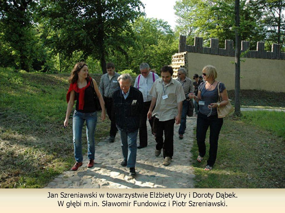 Jan Szreniawski w towarzystwie Elżbiety Ury i Doroty Dąbek.