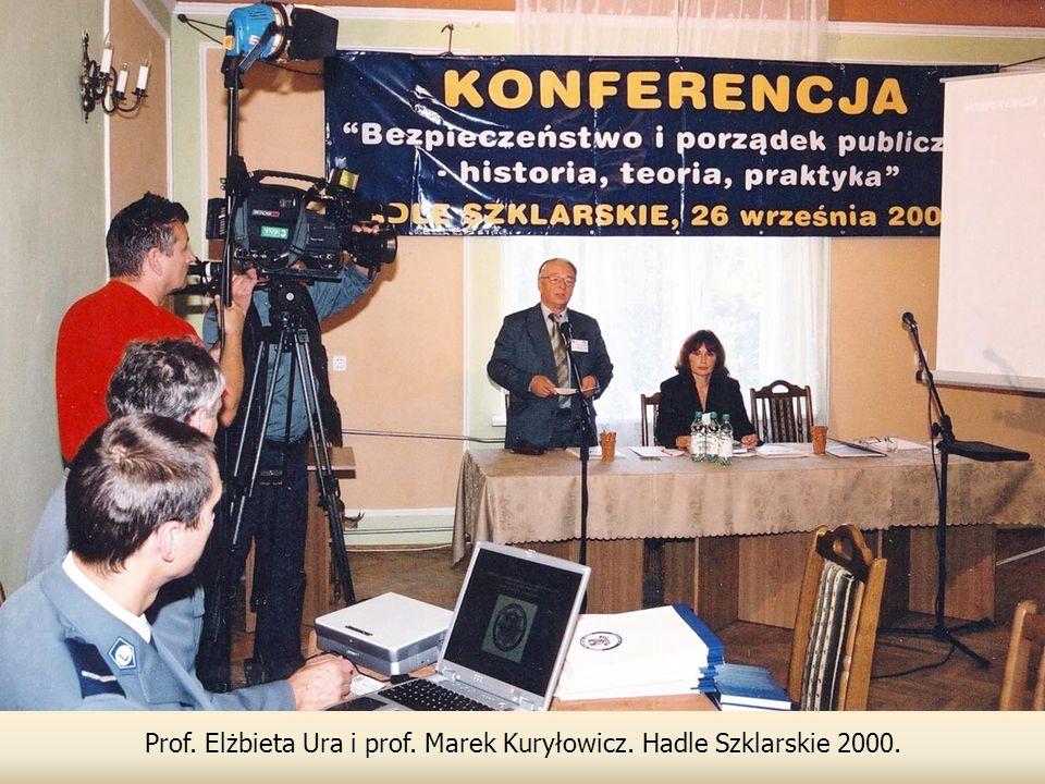 Prof. Elżbieta Ura i prof. Marek Kuryłowicz. Hadle Szklarskie 2000.